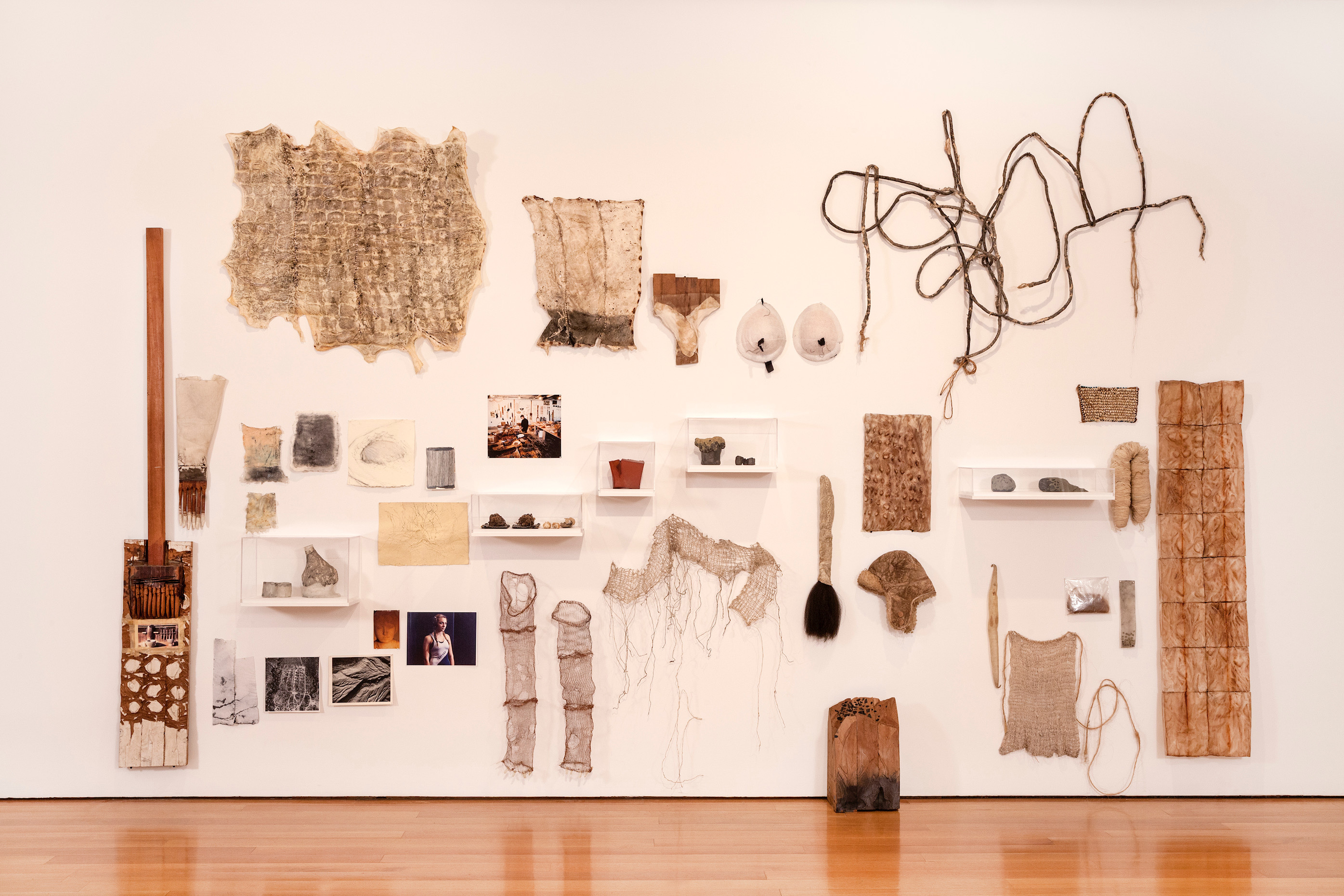 Ursula von Rydingsvard, little nothings, 2000–15; Items including cedar objects, drawings on paper, copper wires, photographs, tools, threads, and lace, dimensions variable; © Ursula von Rydingsvard, Courtesy of Galerie Lelong & Co.; Photo by Carlos Avendaño.